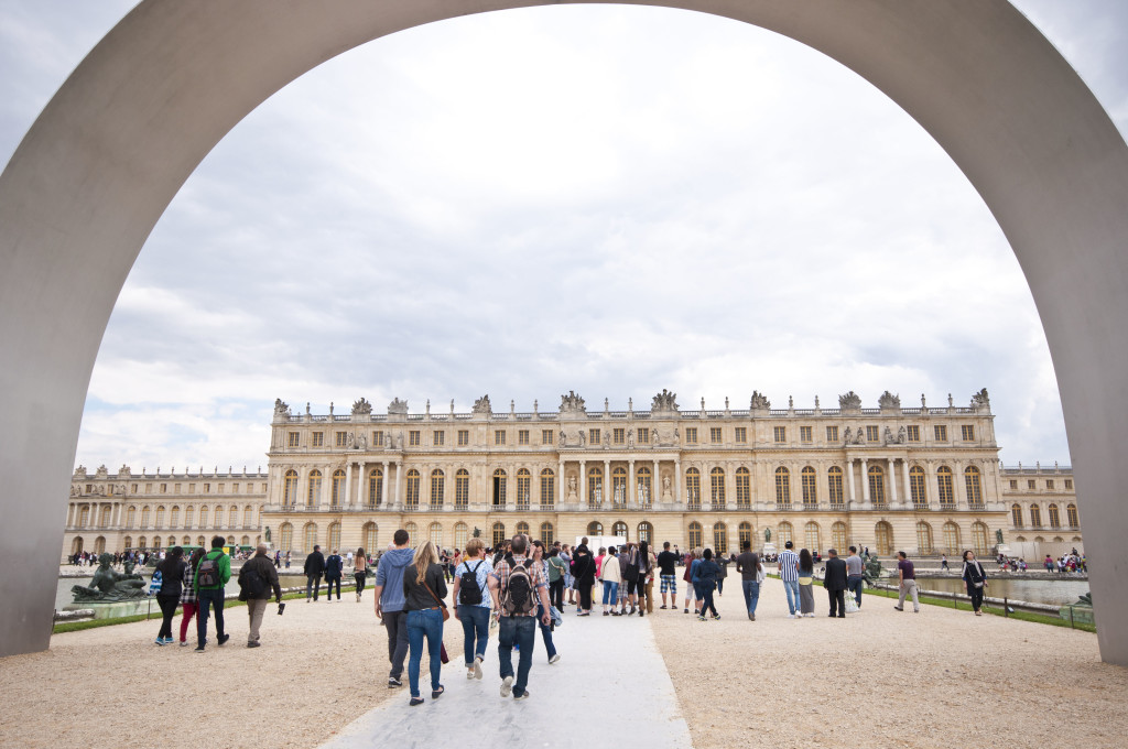 arch of versailles modern_classic