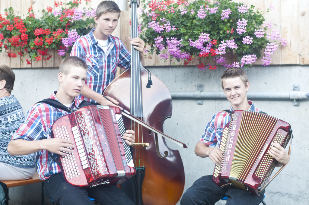 cute Swiss accordian players~moxiblog.com
