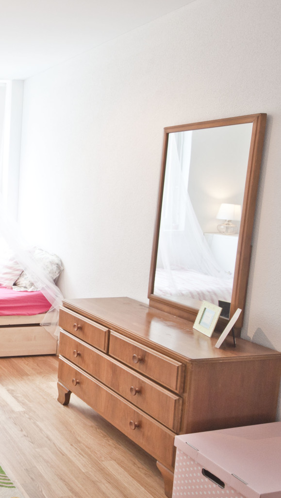 sophias original dresser