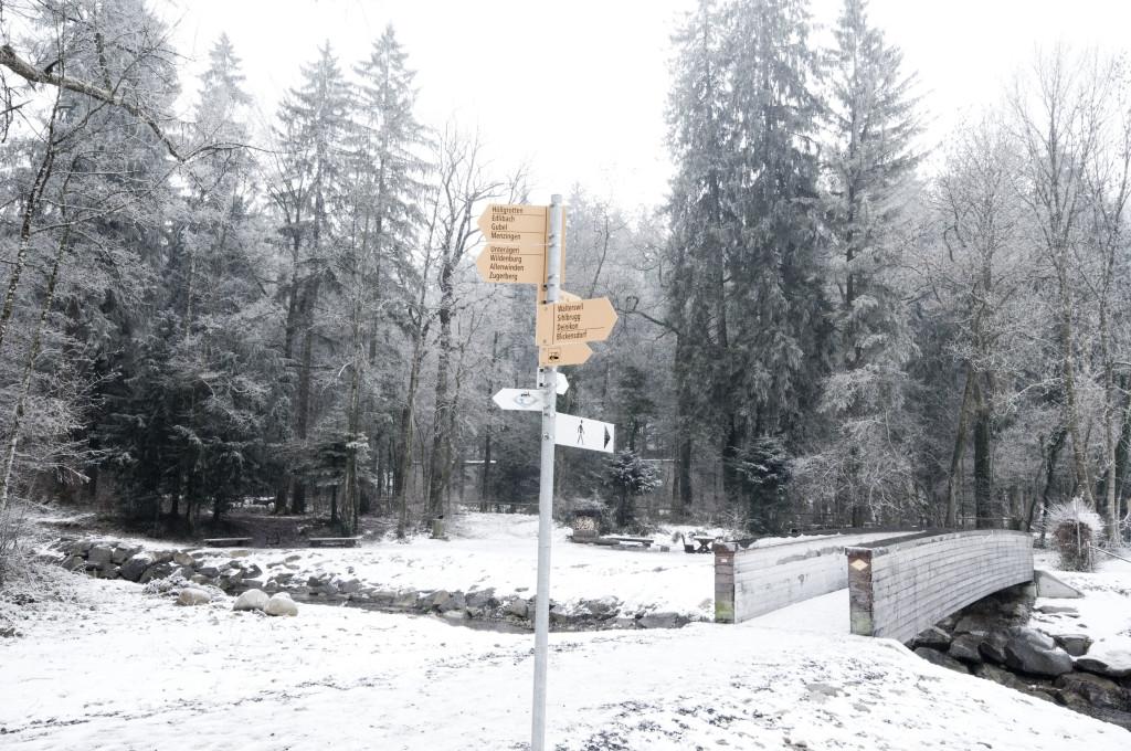 bridge directional sign